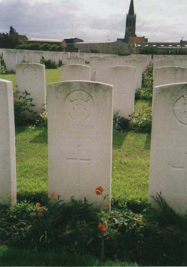 Grave of an unknown soldier of the Royal Welsh Fusiliers at Zandvoorde